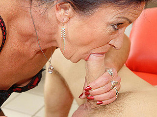 This anal loving older slut gets a warm surprise