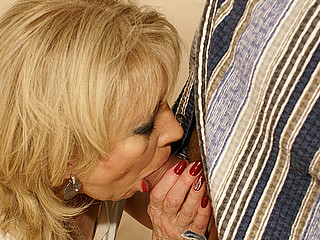 Horny mama gets a peculiar sicko creampie