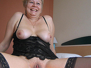 This horny older slut creates a yellowish stream